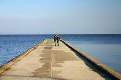 Paare auf der Brücke Lizenzfreie Stockfotografie