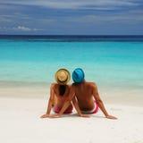 Paare auf einem Strand Stockfoto