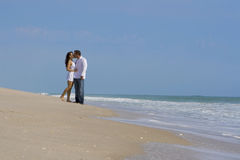 Paare auf einem Strand Stockbild