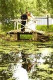 Paare auf ihrem Hochzeitstag Stockfotos