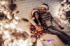 Paare auf neues Jahr ` s Eve lizenzfreies stockbild