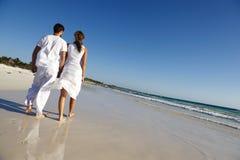Paare auf Strand Stockfoto