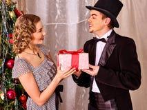 Paare auf Weihnachtsfest Schwarzweiss-Retro- Lizenzfreie Stockbilder