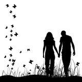Paare auf Wiese, schwarzes Schattenbild Lizenzfreie Stockfotografie