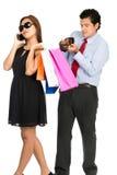 Paare bemannen leeren Geldbörsen-Einkaufsfrauen-Ausgeber V stockbilder