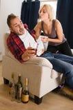 Paare bemannen und die Frau, die Konflikt zu Hause hat Lizenzfreie Stockfotografie