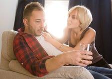 Paare bemannen und die Frau, die Konflikt zu Hause hat Stockfoto