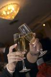 Paare Champagnerflöten Stockfoto