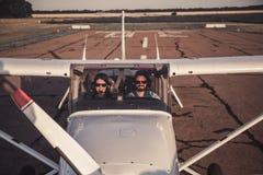 Paare in den Flugzeugen Lizenzfreie Stockfotos
