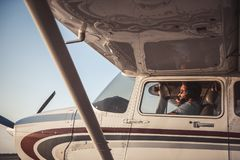 Paare in den Flugzeugen Stockfotografie