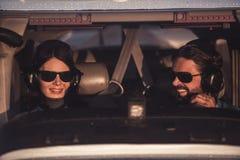 Paare in den Flugzeugen Lizenzfreie Stockbilder