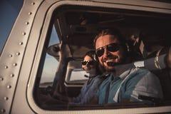 Paare in den Flugzeugen Lizenzfreie Stockfotografie
