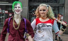 Paare in den traditionellen Kostümen im Zombie-Weg Sao Paulo Lizenzfreie Stockfotos