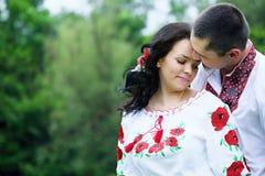 Paare in den ukrainischen Kostümen, Nahaufnahme Lizenzfreie Stockfotos