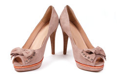 Paare der beige weiblichen Schuhe Stockfoto