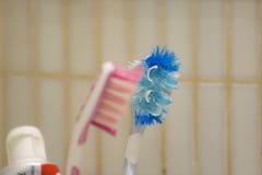 Paare der benutzten Zahnbürsten Lizenzfreies Stockbild