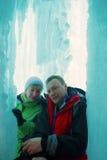 Paare in der Eisgrotte Stockfoto