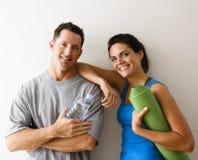 Paare an der Gymnastik Stockfotografie