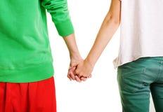 Paare der Jugendlichen, die Hände anhalten Stockbild