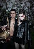 Paare der Leute - kaukasische Frau und schwarzer Mann Stockfotografie