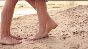 Paare in der Liebe auf Strand