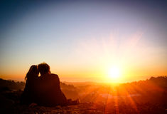 Paare in der Liebe bei Sonnenuntergang - San Francisco stockfotografie