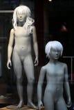 Paare der nackten teenaged Mannequins stockbild