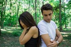 Paare in der Natur haben Probleme in der Beziehung Stockfoto