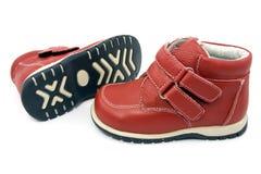 Paare der roten Schuhe des Kindes Stockfoto