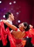 Paare an der Tanzenhaltung Stockbild