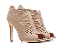 Paare der weiblichen beige Schuhe stockbilder