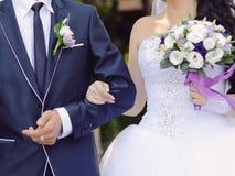 Paare an der Zeremonie Stockbilder