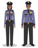 Paare des Afroamerikanerpolizisten und -polizeibeamtin, die zusammen auf weißem Hintergrund in der flachen Art stehen Polizei USA Lizenzfreie Stockfotos