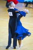 Paare des Anton Kireev- und Elina Vedenikova Performs Youth Standard-Europäer-Programms Stockbilder