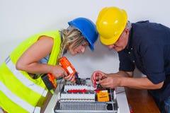 Paare des Elektrikers lizenzfreie stockbilder