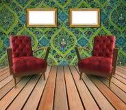 Paare des roten ledernen Armstuhls im Wohnzimmer Stockbild