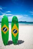 Paare des Surfbrettes von Brasilien, in großer Tropeninsel Ilha, L stockfotografie