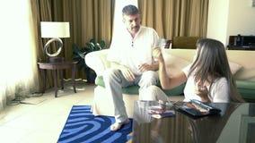 Paare, die über Geld argumentieren stock video footage