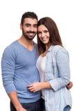 Paare, die über weißem Hintergrund aufwerfen Stockfotografie