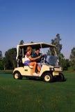Paare, die 3 Golf spielen Lizenzfreie Stockbilder