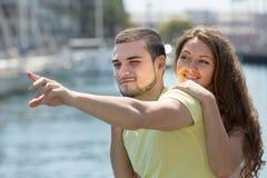 Paare, die auf Liegeplatz stillstehen Lizenzfreie Stockfotos