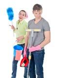 Paare, die das Haus säubern Lizenzfreies Stockfoto