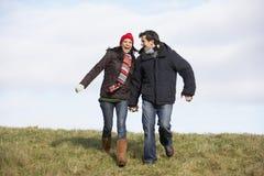 Paare, die in den Park laufen Lizenzfreie Stockbilder