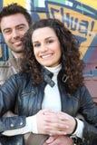 Paare, die in der vorderen Wand stehen Lizenzfreies Stockbild