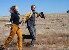 Paare, die draußen laufen Stockfoto