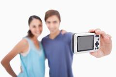 Paare, die ein Foto von selbst nehmen Stockfotos
