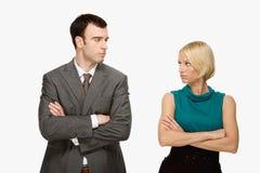 Paare, die entlang einander anstarren Lizenzfreies Stockfoto