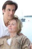 Paare, die am Feiertag sich entspannen Lizenzfreies Stockfoto