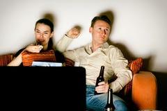 Paare, die Fernsehen Lizenzfreie Stockfotos