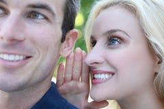 Paare, die Geheimnisse erklären Lizenzfreies Stockbild